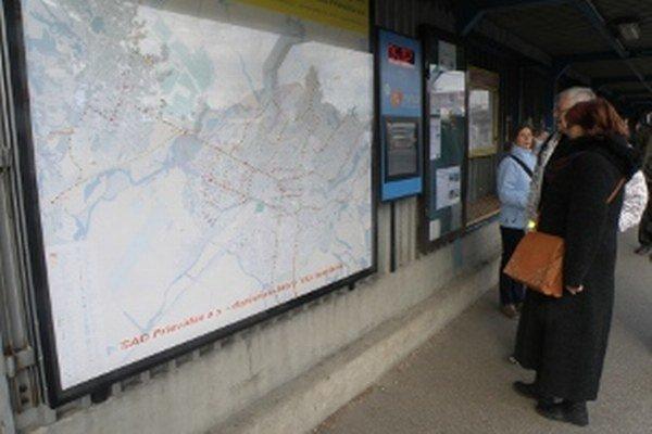 Informačný panel je umiestnený na prievidzskej autobusovej stanici.