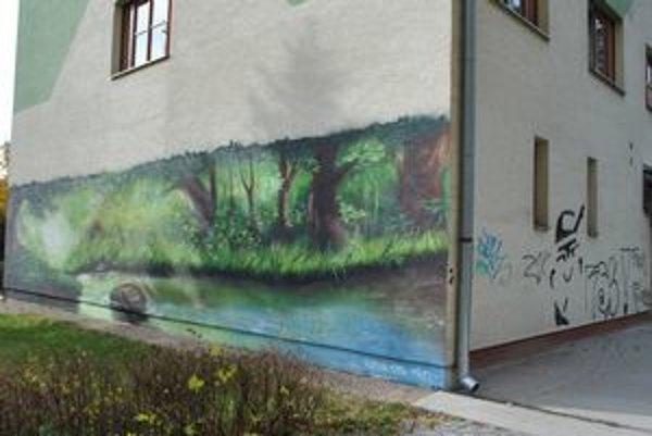 Policajti s deťmi diskutujú o tom, či sú grafity umenie, alebo vandalizmus. ILUSTRAČNÉ FOTO