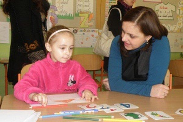 Prvákov si na zápise učiteľky všímali pri rôznych činnostiach.