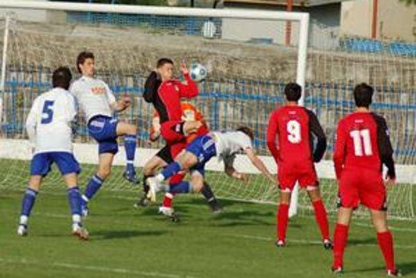 Menšie zmeny. Na funkcionárskom a trénerskom poste došlo v FK Sp. Nová Ves k menším zmenám. Futbalový život však normálne funguje ďalej.