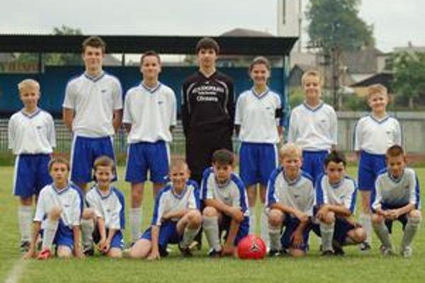 Olcnavčania. V tabuľke im patrí siedme miesto, ale pod vedením kapitánky Bežilovej (v hornom rade tretia sprava) vyrastá v Olcnave kvalitná futbalová generácia.