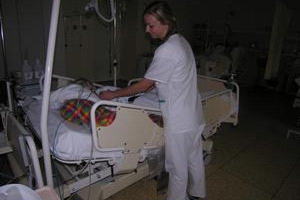 Zdravotníci. Súčasný majoritný akcionár plánuje do levočskej nemocnice pritiahnuť hlavne odborníkov - zdravotníkov.