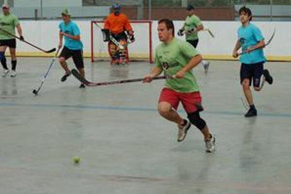 Blíži sa finále. V hokejbalovej lige sa rozhoduje o účastníkoch semifinále.