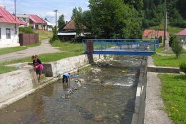 Dohodnú sa? V obci, kde žije viac ako 3 000 obyvateľov, plánujú postaviť aj protipovodňovú hrádzu. V prvom rade sa však starosta a poslanci musia dohodnúť.