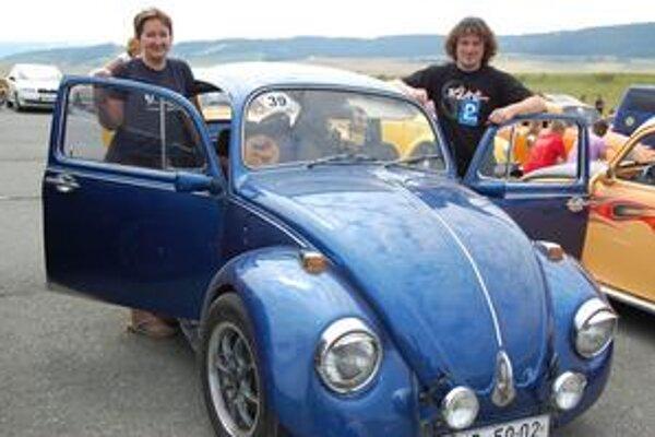 VW 1968. Je Pavlovým miláčikom. Spolu s ním na Spiš prišla priateľka i lienka Bára – na sedadle spolujazdca.