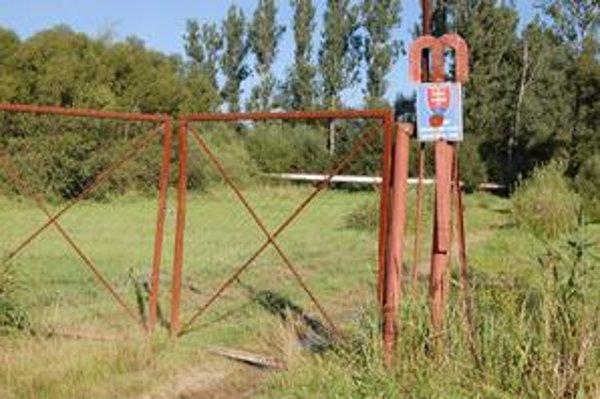 Ochranné pásmo. Baldovský prameň je zabezpečený, budovanie kanalizácie ho neohrozuje.