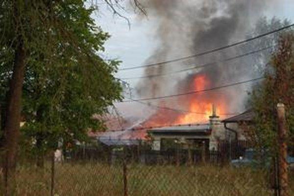 Ničivé plamene. Škody dosiahli 12-tisíc eur.