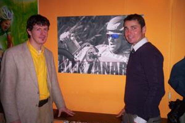 Priatelia a úspešní muži. Jaroslava na snímke vľavo a Jiřího spája priateľstvo a rozhodnutie ignorovať nepriazeň osudu.