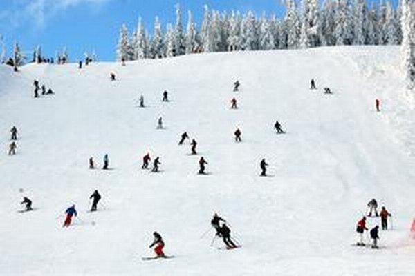 Svahy boli počas sviatkov plné lyžiarov.