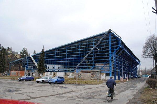 Kežmarský štadión. Možno sa dočká dokončenia.