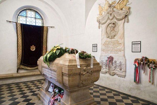 Sarkofág s telesnými pozostatkami Imricha Thökölyho v mauzóleu Nového evanjelického kostola v Kežmarku.