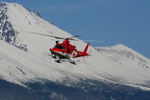 Pri záchranných akciách je nenahraditeľným pomocníkom vrtuľník.