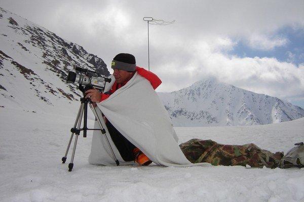 Paľo Ballo svoj život venoval svišťom. V Tatrách monitoruje ich hory, nakrúca filmy.