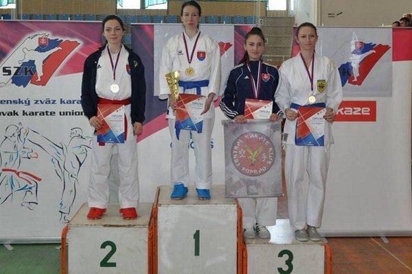 Bronzový. Central karate klub Poprad.