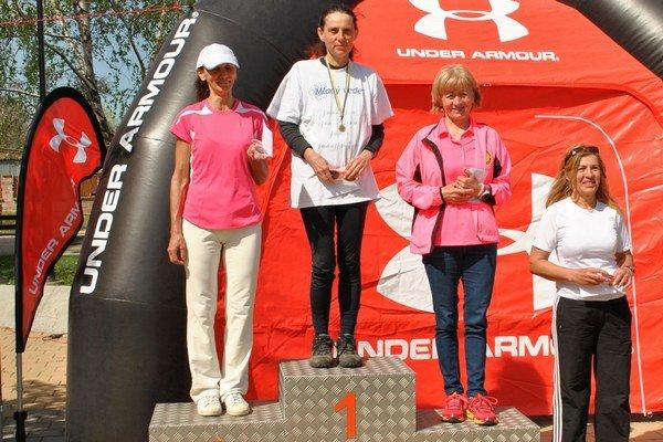 Ďalší triumf. Danica Božová (uprostred) nemá konkurenciu.