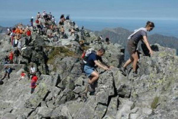 Na túrach vo vysokohorskom prostredí je dôležitá aj správna - pevná obuv.