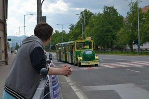 Okrem retro autobusu je v Poprade zaujímavou atrakciou aj turistický vláčik.