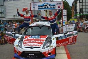 Víťazná posádka. Poliak Grzyb vyhral Rallye Tatry po siedmich rokoch.