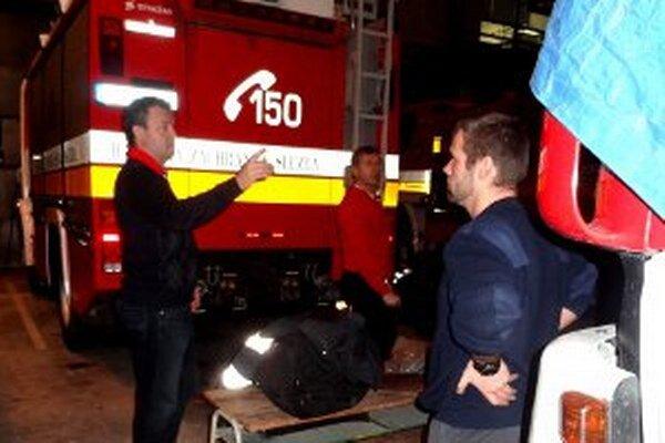 Jaroslav Baška (vľavo) si v Prievidzi pozrel hasičskú techniku.