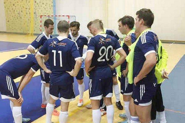 FC K_CORP v Humennom prehral. Hráčske absencie na pohode družstva nepridávajú.