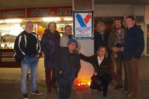 Takto si nitrianski aktéri Novembra uctili spomienku revolúcie minulý rok.