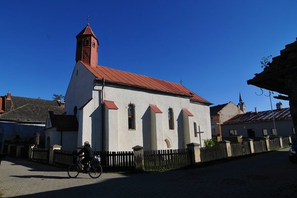 Zrekonštruovaný gotický Kostol svätého Ducha zo 14. storočia.