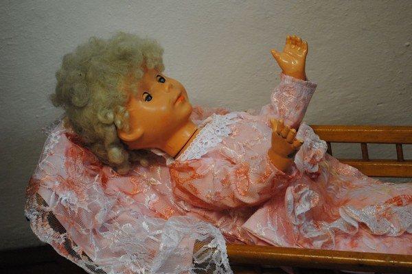 Bábika riaditeľky múzea. S touto kráskou sa hrala Erika Cintulová.