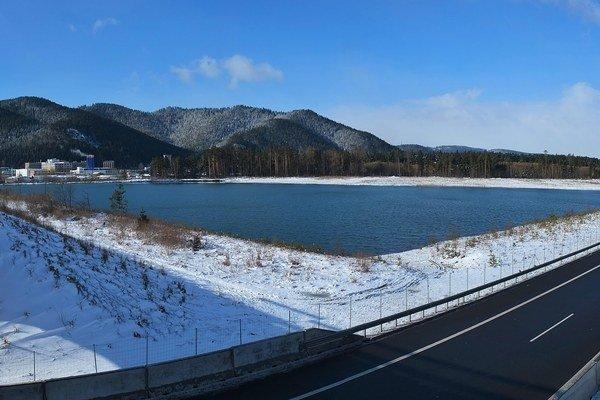 Jazero vytvorené bagrovaním štrkopieskov medzi Svitom a Batizovcami.