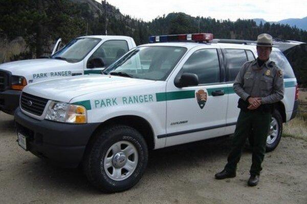 Strážca parku. Povolanie rangera patrí medzi vysoko vážené.