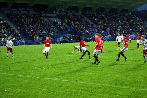 Manechester United a Sparta Praha. Ako prví otestovali trávnik NTC mladíci z týchto klubov.