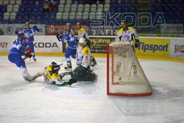 Prvý gól večera. Lapšanský takto načal svoj hetrik.