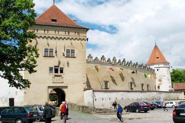 Kežmarský hrad. Jeho vstup sa zbavil vlhkosti a plesní.