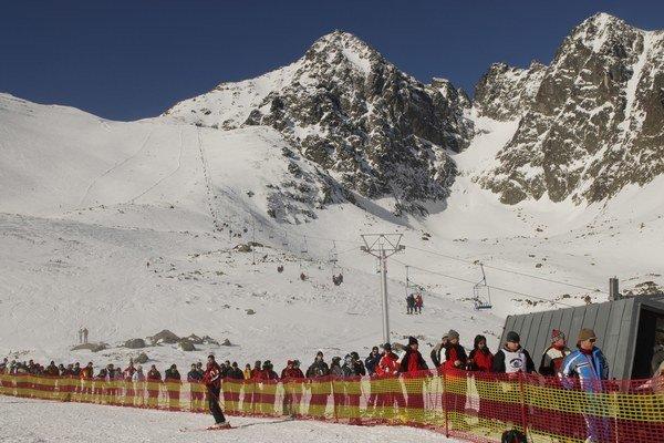 Lyžiarska pohoda v Lomnickom sedle je zatiaľ v nedohľadne.