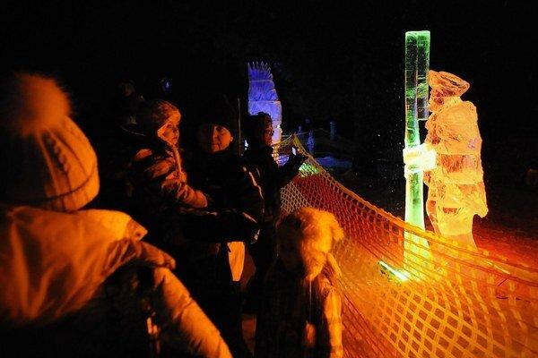 Ľadové sochy prilákali množstvo ľudí už v minuloročnom premiérovom ročníku podujatia.