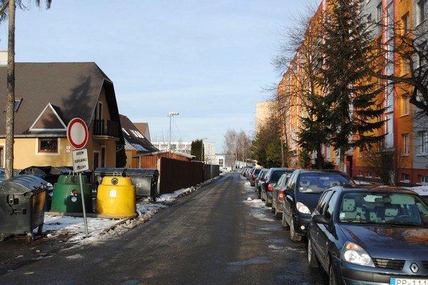 Parkovanie na sídliskách Juh. Súčasná situácia nepotrebuje komentár.