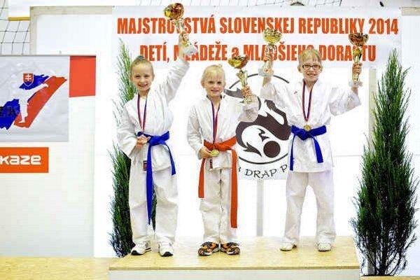 Majsterky Slovenska. Zľava: Ema Zacharová, Veronika Jalowiczorová a Barbora Glatzová.