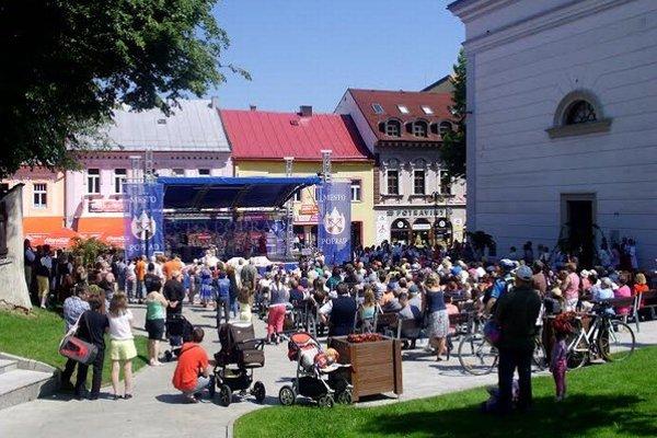 Festival Popradčanov zaujal. Lavičky na námestí boli plné.