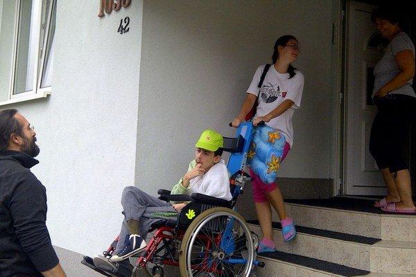 Denný stacionár vo Veľkej Lomnici. Deťom poskytuje starostlivosť, program, zázemie a prispôsobené prostredie.