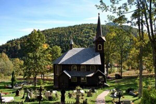Známy kostolík v Tatranskej Javorine láka turistov.