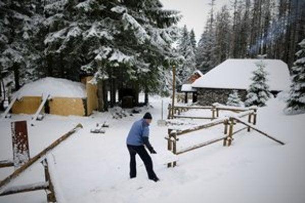 Peter Petrás pred Rainerovou chatou.