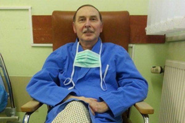 Marián Richter na začiatku minulého roka, po transplantácii srdca, mal už v nemocnici dôvod na úsmev.