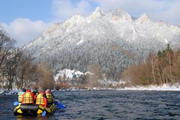 Pod Tromi korunami v zime. Zimný splav ponúkol úchvatné výhľady.