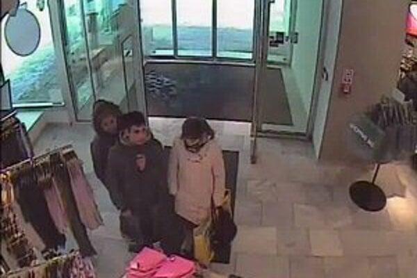 Podozrivú skupinku zachytili kamery