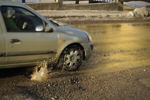 Cesty sú po zime v katastrofálnom stave.