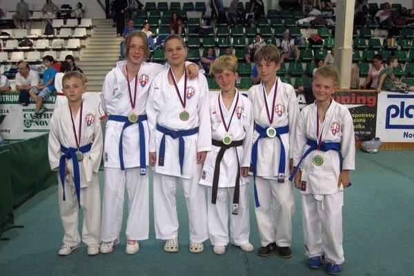 Popradčania. Zľava: Tomajka, Pekarčíková, Píchová, Hauser, Gajan, Jalowiczor.