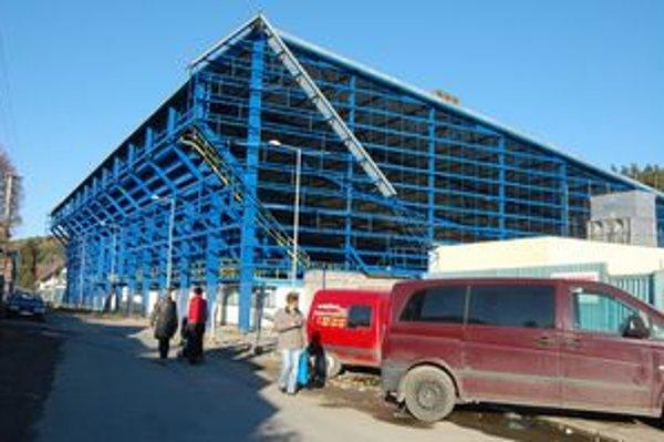 Rozostavaný kežmarský štadión. Veľké plány veľkolepého zimáku za 19 miliónov eur stroskotali.