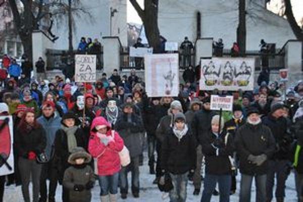 Protest sa v Poprade niesol v pokojnom duchu.