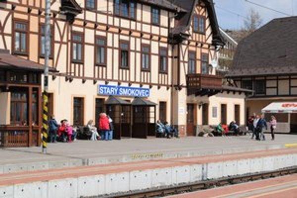 Železničná stanica v Starom Smokovci. Počas veľkonočných sviatkov prekypovala zvedavými turistami.