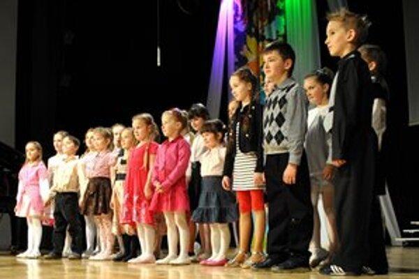 Slávnostný koncert. Predstavili sa na ňom aj najmenší žiaci spoločne s učiteľmi.