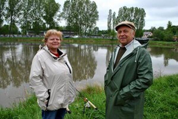 Spoločná akcia. Manželia Kovalčíkovci chodia na rybačku vždy spolu.